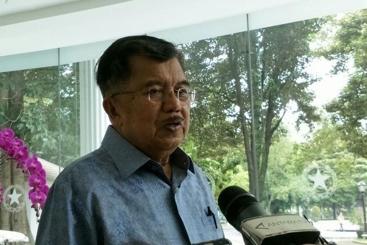 Wakil Presiden RI Jusuf Kalla ketika memberikan keterangan kepada awak media di kantor Wakil Presiden RI, Jakarta, Selasa (23/1/2018).