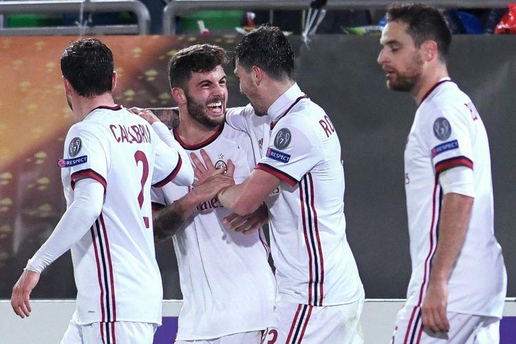 Para pemain AC Milan merayakan gol yang dicetak ke gawang Ludogorets Razgrad pada pertandingan babak 32 besar Liga Europa, Kamis (15/2/2018).