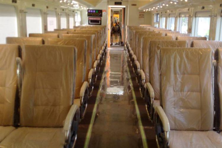 Inilah interior kereta api ekonomi premium milik PT KAI yang dibuat di PT INKA. Rencananya kereta api premium itu akan digunakan untuk tambahan kereta pemudik lebaran 2017.