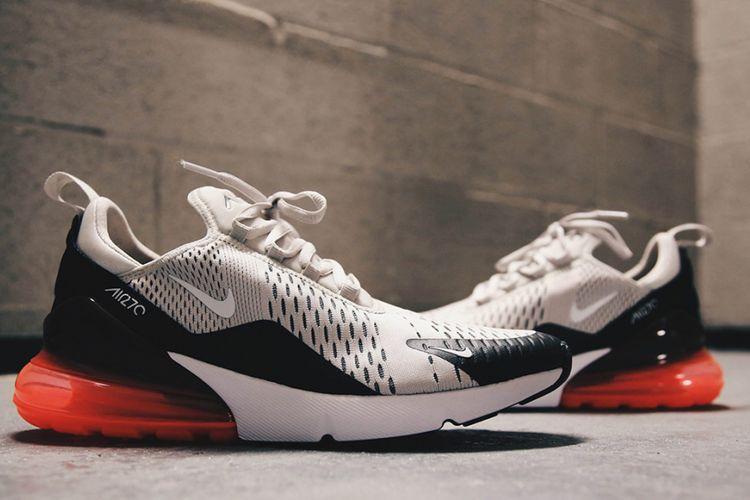 Nike AirMax 270 dengan bantalan udara tebal yang melindungi tumit hingga bagian tengah telapak kaki.