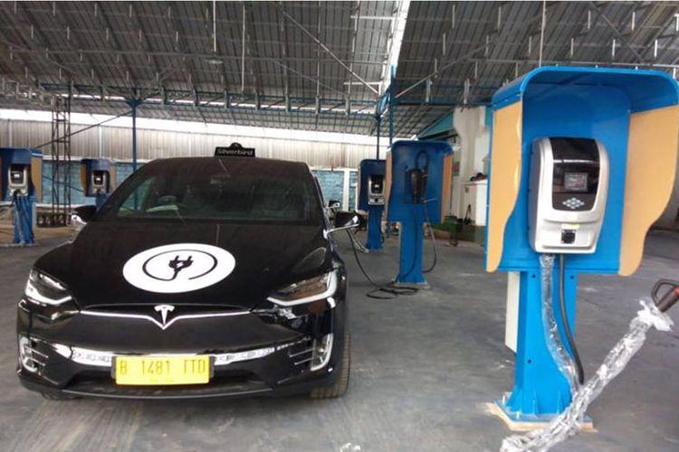 Armada taksi listrik Blue Bird menggunakan Tesla Model S 75D