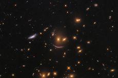 Teleskop Hubble Abadikan Senyuman Galaksi Tempat Kelahiran Bintang