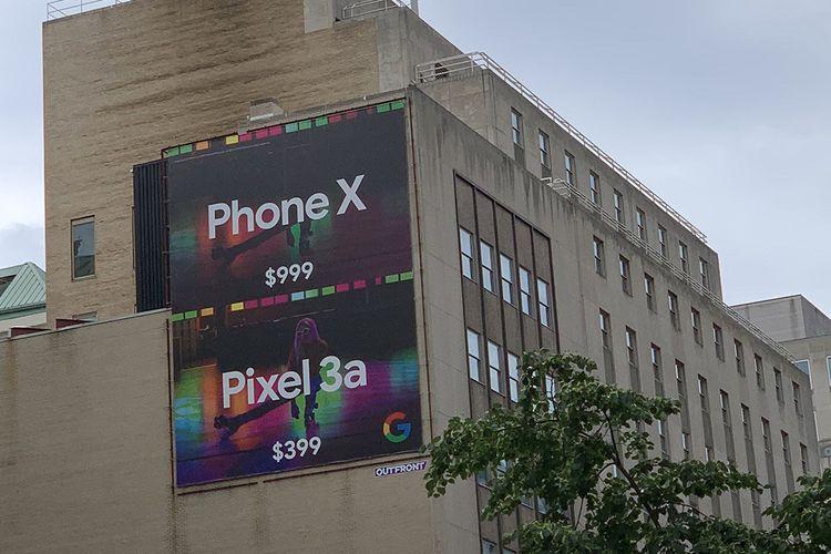 Slaah satu papan reklame iklan Google yang menyindir harga dan kamera iPhone XS.