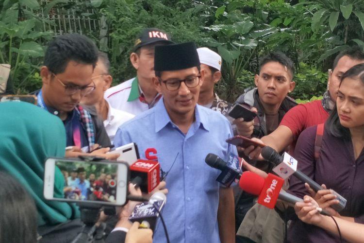 Calon wakil presiden nomor urut 02 Sandiaga Uno seusai doa bersama di Masjid At-Taqwa, Kebayoran Baru, Jakarta Selatan, Minggu (17/3/2019) sore.