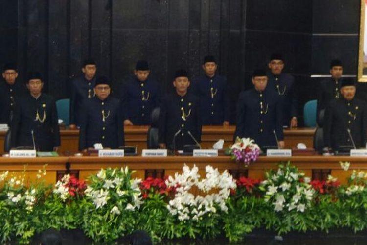 Lima pimpinan DPRD DKI Jakarta, Prasetio Edi Marsudi, Triwisaksana, Mohamad Taufik, Abraham Lunggana, dan Ferial Sofyan dalam rapat paripurna HUT ke-489 DKI Jakarta di Gedung DPRD DKI Jakarta, Rabu (22/6/2016).