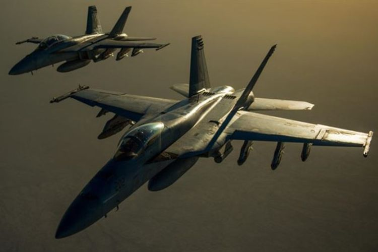 Dua jet tempur F/A-18 Hornet.
