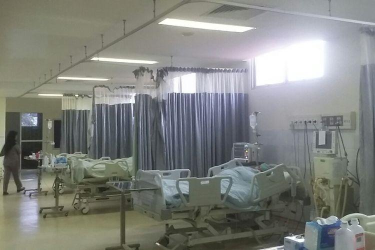 Salah satu ruang perawatan yang peralatan medisnya sudah tidak berfungsi lagi.