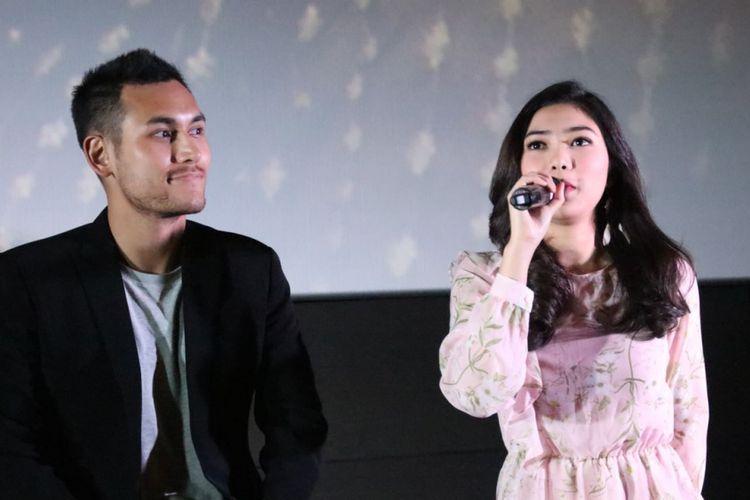 Arifin Putra Isyana Sarasvati saat jumpa pers peluncuran video klip Lembaran Buku di CGV Blitz , Grand Indonesia, Jakarta Pusat, Jumat (12/1/2018).