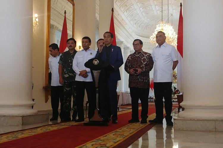 Presiden Joko Widodo memberikan pernyataan terkait kerusuhan di Rutan Mako Brimob di Istana Bogor, Kamis (10/5/2018)