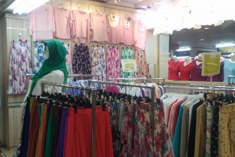 Ilustrasi toko pakaian di Pasar Tanah Abang.