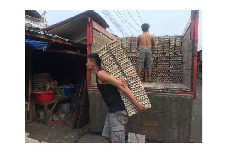 Suasana Pedagang Telur di Pasar Kemiri Muka Muka, Beji, Depok (12/7/2018)