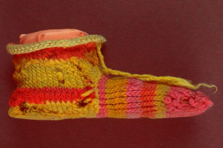 Orang Mesir Kuno sudah menggunakan pewarna alami pada kaus kaki mereka.