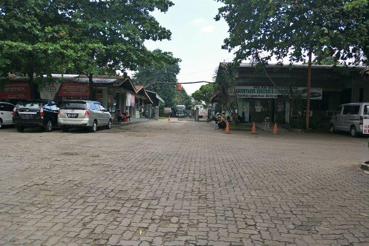 Kondisi Pool Lorena, di Jalan Kartini, Lebak Bulus, Jakarta Selatan, Rabu (20/3/2019). Lahan Pool Lorena ini rencananya akan dijadikahn lokasi park and ride bagi para pengguna kereta MRT Jakarta.