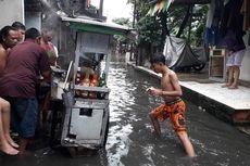 Banjir Daan Mogot Bawa Berkah bagi Pedagang Bakso Ini