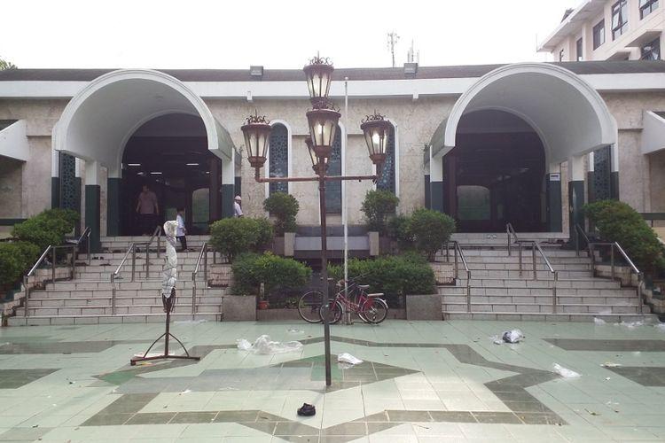 Bangunan Masjid Sunda Kelapa dilihat dari halaman depan. Masjid berlokasi di Jalan Taman Sunda Kelapa, Menteng, Jakarta Pusat, Jumat (23/6/2017).