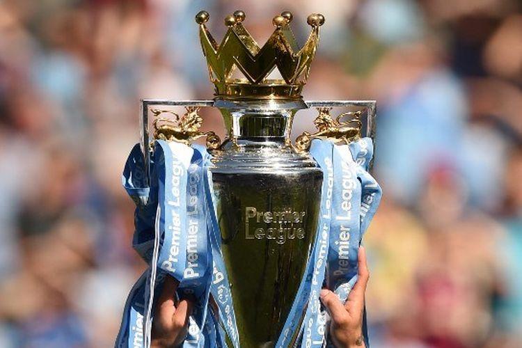 Ilustrasi trofi Premier League - gelar juara kasta teratas Liga Inggris.