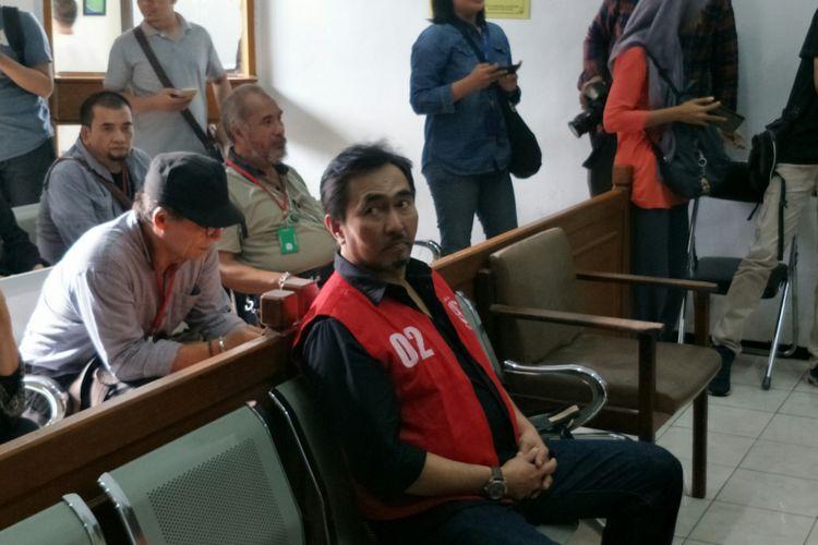 Terdakwa mantan Ketua Persatuan Artis Film Indonesia (Parfi) Gatot Brajamusti saat menjalani sidang tuntutan di Pengadilan Negeri Jakarta Selatan, Rabu (14/3/2018) sore.