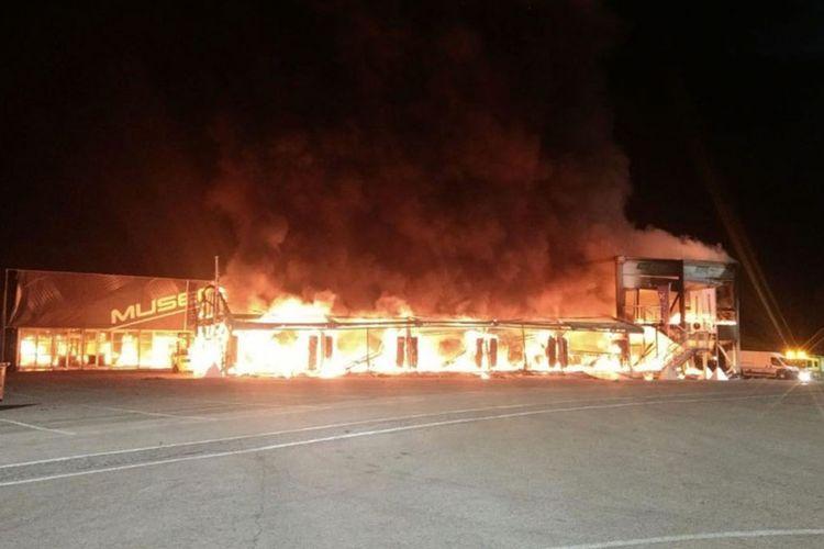 Kebakaran yang melanda paddock MotoE di Jerez membuat kompetisi diundur