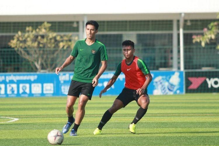 Timnas U-22 Indonesia berkatih di AUPP Stadium, Kamboja, Minggu (17/2) pagi. Ini menjadi latihan terakhir pasukan Indra Sjafri jelang melawan Myanmar pada laga perdana Piala AFF U-22 2019, Senin (18/2/2019).