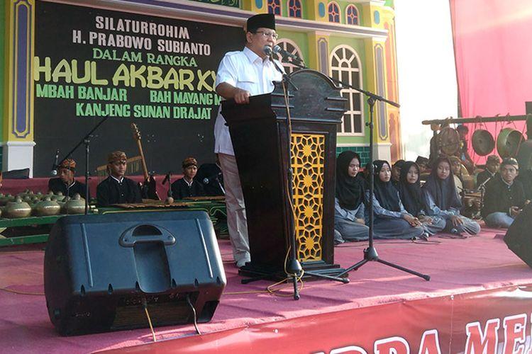 Prabowo Subianto saat memberikan sambutan di halaman Ponpes Sunan Drajat, Sabtu (5/5/2018).