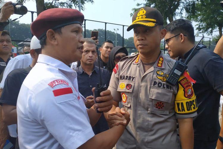 Massa aksi berkumpul di Lapangan Banteng, Kamis (9/5/2019). Aksi yang digagas Eggi Sudjana dan Kivlan Zen ini berencana unjuk rasa ke Kantor KPU.(KOMPAS.com/VITO)