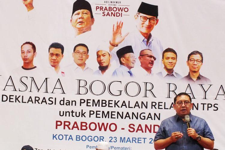 Wakil Ketua Umum Partai Gerindra Fadli Zon saat menghadiri acara Jaringan Alumni SMA (Jasma) se-Bogor Raya Deklarasi dan Pembekalan Relawan TPS untuk Pemenangan Prabowo-Sandi di Lapangan Indor GOR Pajajaran, Kota Bogor, Sabtu (23/3/2019).