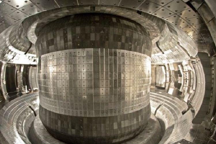 Reaktor fusi nuklir buatan China yag disebut Matahari Buatan