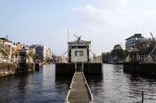 Menginap di Hotel Terapung Kanal Amsterdam