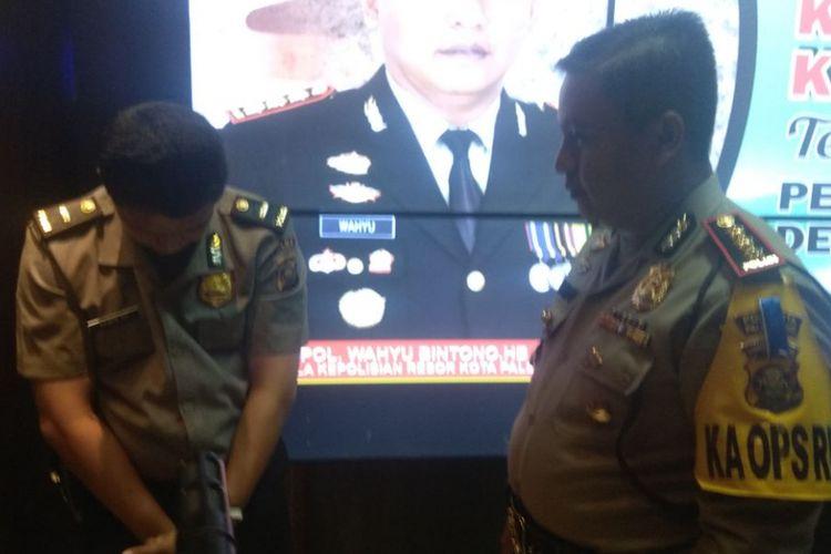 Asmuni Polisi gadungan saat ditanyai Kapolresta Palembang Kombes Pol Wahyu Bintono Bawono