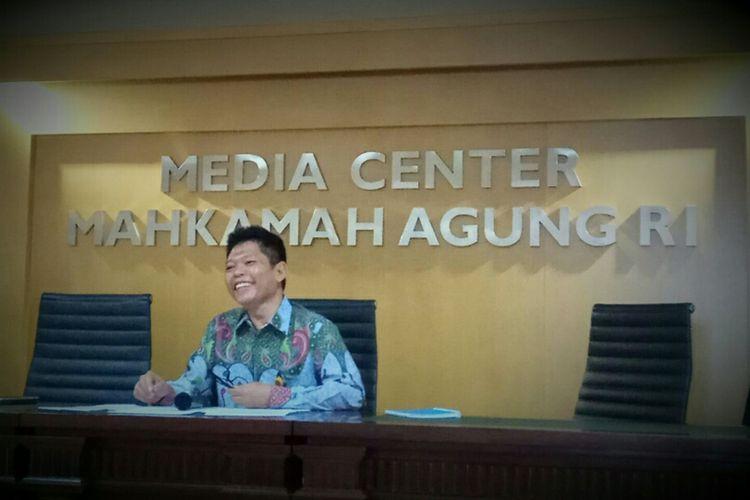 Kepala Biro Hukum dan Hubungan Masyarakat pada Mahkamah Agung (MA), Abdullah, di gedung MA, Jakarta, Jumat (6/10/2017).