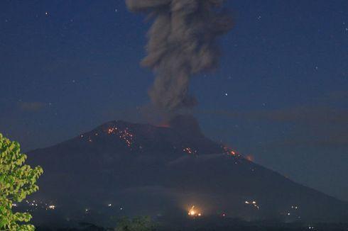 Gunung Agung Kembali Erupsi, Batu Pijar Terlontar ke Segala Arah Sejauh 3 Km