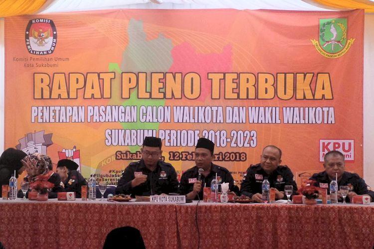 Komisoner KPU Kota Sukabumi saat rapat pleno terbuka penetapan pasangan calon Pilkada Kota Sukabumi, Senin (12/2/2018).