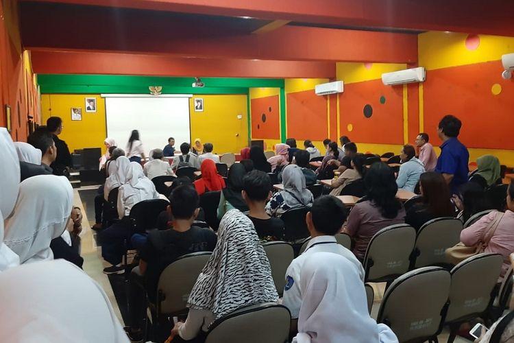 Suasana pendaftaran PPDB 2019 di SMA Negeri 60 Jakarta, Senin (24/6/2019).