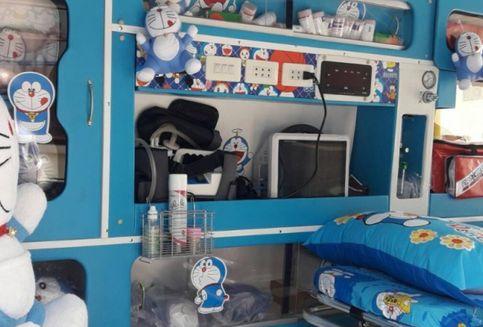 Unik, Ambulans Ini Jadi 'Rumah' Doraemon