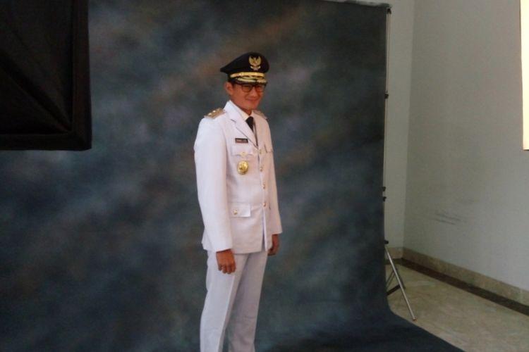 Wakil gubernur terpilih DKI Jakarta Sandiaga Uno saat menjalani sesi pemotretan dan fitting pakaian dinas upacara (PDU), di salah satu tempat di Jalan Tirtayasa II, Kebayoran Baru, Jakarta Selatan,  Kamis (12/10/2017) pagi.