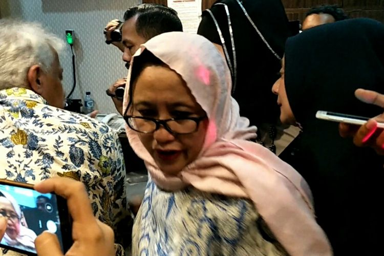 Wakil Ketua Tim Badan Pemenangan Nasional (BPN) Prabowo-Sandiaga, Nanik S Deyang, tiba di Mapolda Metro Jaya, Jumat (26/10/2018), untuk menjalani pemeriksaan sebagai saksi terkait perkara yang menjerat Ratna Sarumpaet.