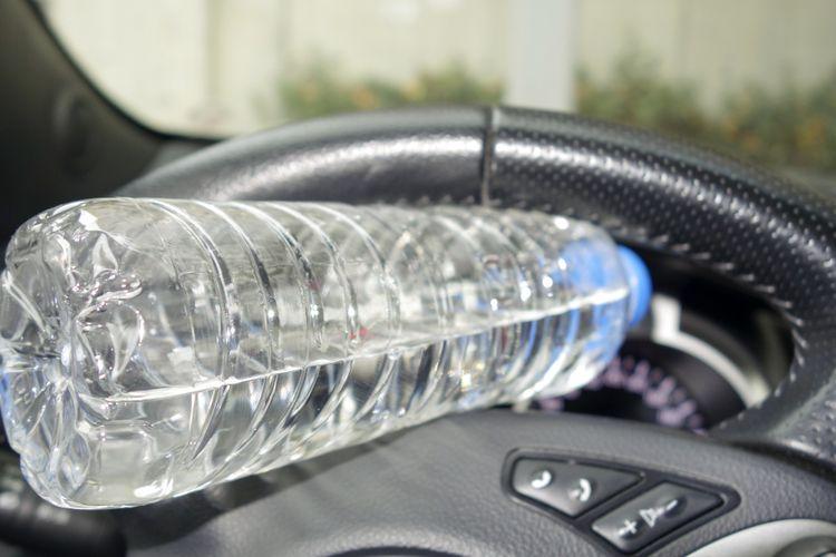 Botol minum di dalam mobil