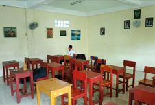 Guru SMP Swasta di Bekasi Tetap Bertahan walau Hanya Mengajar 2 Murid