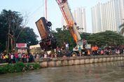 Setelah 20 Jam, Sopir 'Pick-up' yang Tenggelam di Kalimalang Ditemukan