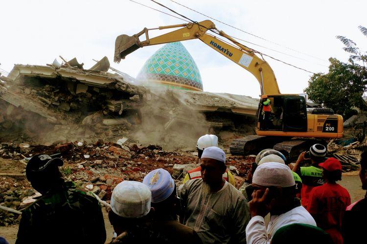Masjid Jamiatul Jamiah di dusun Karang Pangsor, Pemenang, Lombok Barat yang roboh saat gempa magnitudo 7 pada Minggu (5/8/2018)