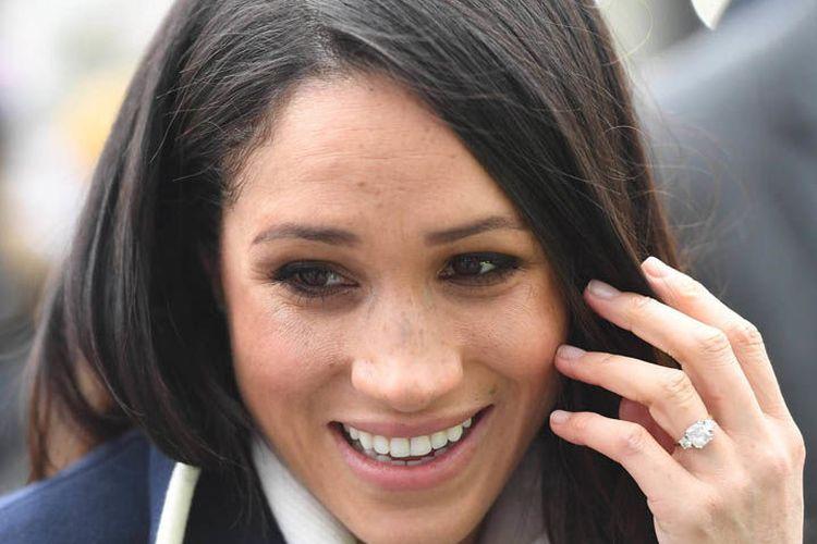 Cincin Tiruan dari Cincin Pertunangan Megan Markle Dijual oleh Istana