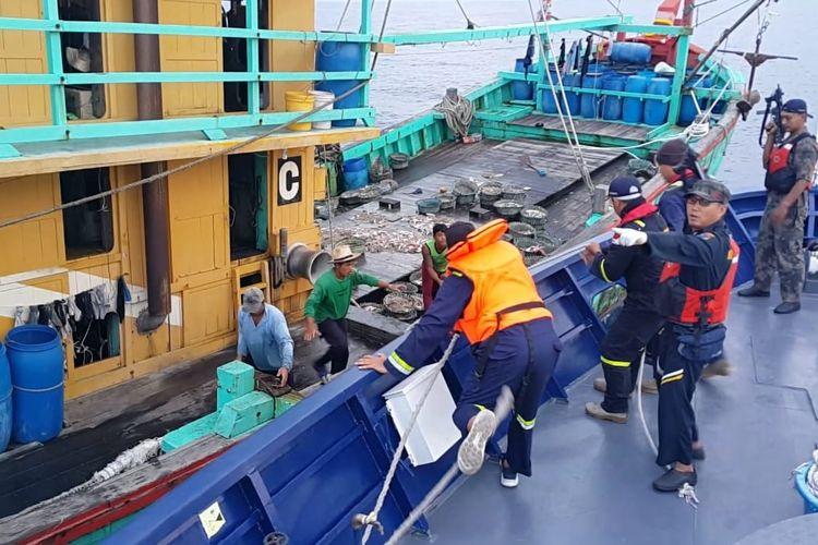 Penangkapan kapal Perikanan Asing (KIA) berbendera Malaysia pada Sabtu (15/6) di Zona Ekonomi Ekslusif (ZEEI) Selat Malaka.