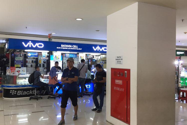 Suasana pusat elektronik di Blok M Square, Sabtu (16/9/2017).