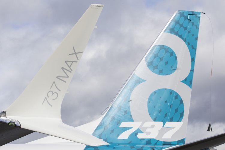 Ekor dan sayap pesawat generasi terbaru Boeing 737 MAX 8 mendarat di Boeing Field seusai menyelesaikan terbang pertamanya di Seattle Washington, Amerika Serikat, 29 Januari 2016. Pesawat ini merupakan seri terbaru dan populer dengan fitur mesin hemat bahan bakar dan desain sayap yang diperbaharui.