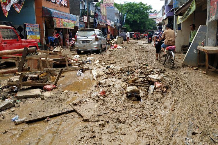 Perumahan Pondok Gede Permai, Jatiasih, Kota Bekasi, Jumat (3/1/2020), usai digempur banjir sejak Rabu (1/1/2020).