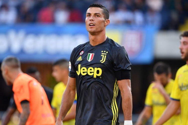 Ekspresi megabintang Juventus, Cristiano Ronaldo, dalam laga Liga Italia kontra Chievo di Stadion Marc Antonio Bentegodi, Verona pada 18 Agustus 2018.