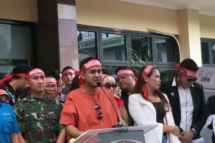 Artis sekaligus presenter Ramzi dalam acara penandatanganan perjanjian pemberantasan dan penyalahgunaan narkoba di lingkungan artis di Mapolres Metro Jakarta Selatan, Kamis (22/2/2018).
