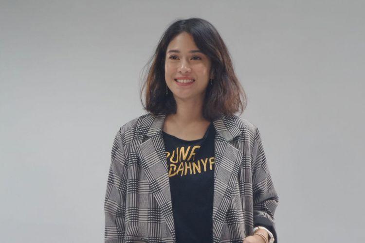 Dian Sastrowardoyo berpose ketika mempromosikan film Aruna dan Lidahnya di kantor redaksi Kompas.com, Menara Kompas, Palmerah Selatan, Jakarta Pusat, Jumat (13/7/2018).