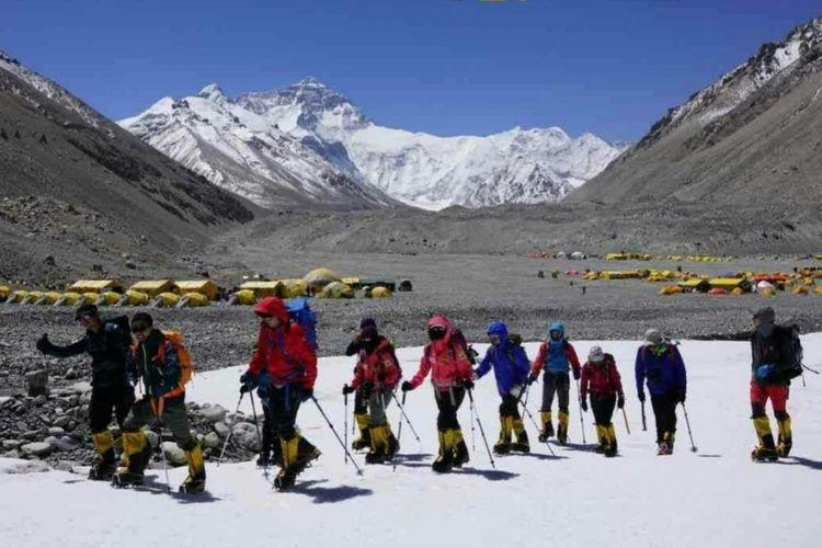 Perjalanan Dua Perempuan Indonesia yang Disebut Jokowi Mencapai Puncak Gunung Everest