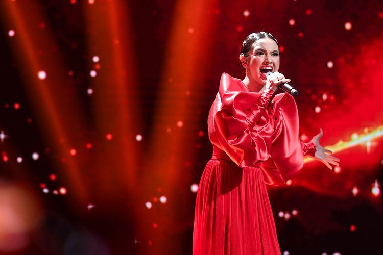 Grand finalis Indonesian Idol Lyodra tampil pada Result and Reunion Show Indonesian Idol di Studio RCTI, Jakarta, Senin (2/3/2020). Lyodra menjadi juara pertama pada Indonesian Idol X.